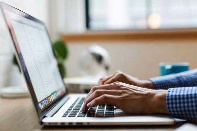 ¿Cuáles son los beneficios de delegar las tareas de marketing online en profesionales?