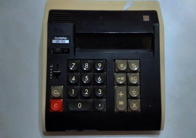 Una antigua calculadora de los años 70's