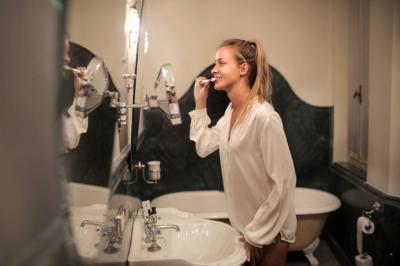 Cómo higienizar el cepillo de dientes para evitar contagios