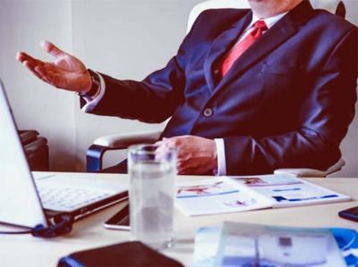 Los despachos de abogados incluyen profesionales que se especializan en cada área