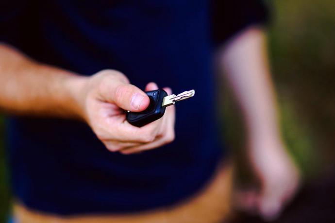 Aprende a renovar tu carnet de conducir desde casa sin ir a tráfico