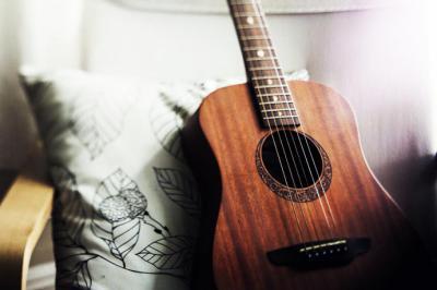 Aprende guitarra de una manera fácil
