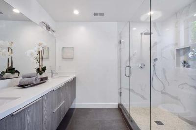 Más allá de las cortinas: mamparas de ducha y sus ventajas