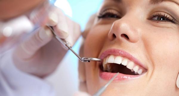 Elegir una clínica dental: La importancia de un dentista de confianza