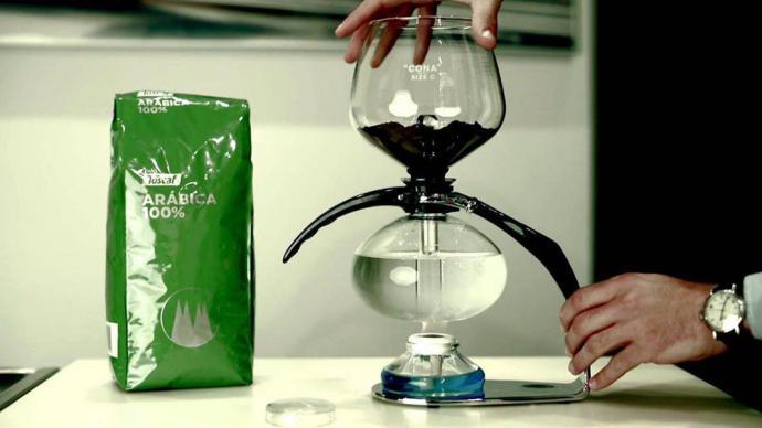 Cafetera Cona: hacer café sin gastar electricidad
