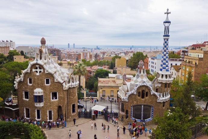 Alójate en un hotel en Park Güell y disfruta de las rebajas de invierno en Barcelona