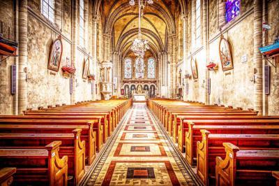 ¿Qué tener en cuenta al comprar bancos y sillas de iglesia?