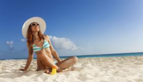 Cuándo es más peligroso tomar el sol en verano y precauciones a tomar