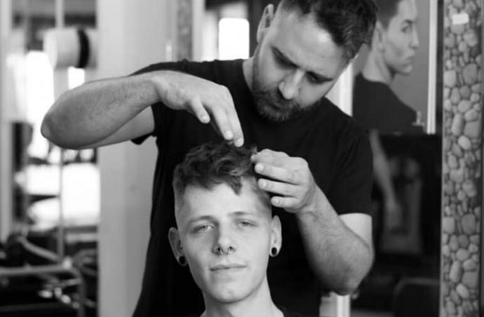 ¿Qué se enseña en un curso de peluquería?