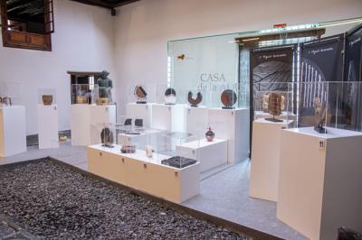 La Casa de la Aduana, en Puerto de la Cruz, en Tenerife, acoge la muestra 'Madera para emocionArte' del artesano Miguel Granados