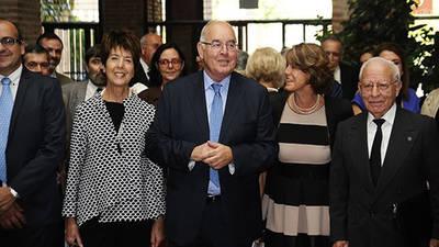El académico Alfonso Domínguez-Gil (centro), en un homenaje
