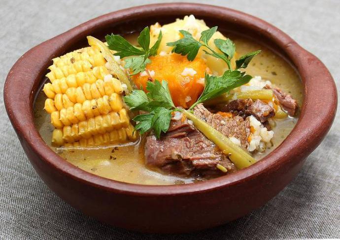 Cazuela de Vaca, uno de los platos insignia de la gastronomía chilena