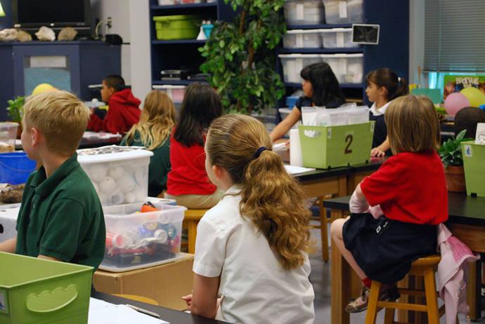 Varios alumnos en clase