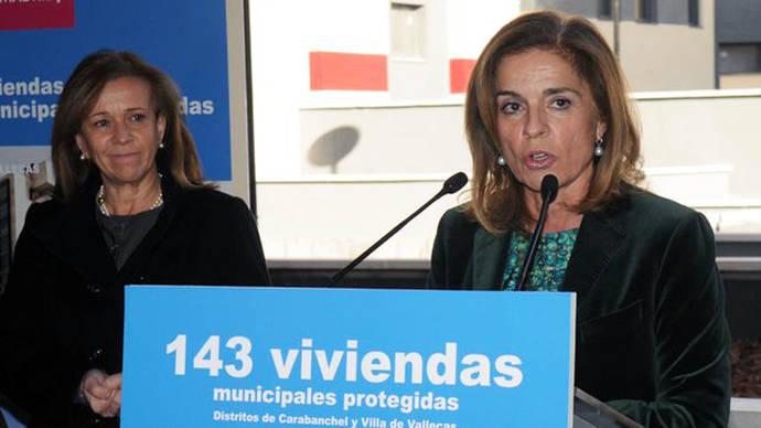 Carmena inicia el proceso para recuperar las viviendas sociales que Botella vendió a fondos buitre