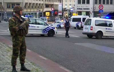 Un soldado presta guardia en el exterior de la Estación Central de trenes tras un atentado terrorista neutralizado