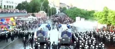 Caos en Hamburgo tras una nueva noche de protestas anticapitalistas en el cierre del G-20