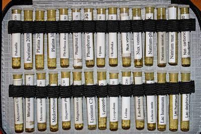 Colegios de médicos, instituciones y partidos dan alas a la homeopatía pese a ser una pseudoterapia