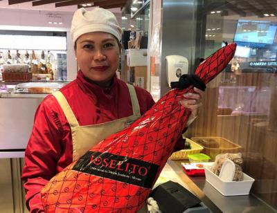 Joselito entre el neo lujo asiático. Supermercado del C.C. Harbour City (M.H.B.)