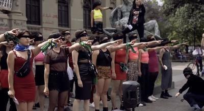 «Un violador en tu camino»: La performance feminista chilena que se viraliza