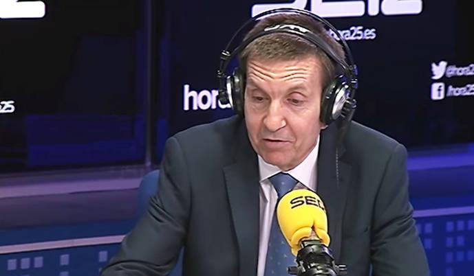 Manuel Moix respondiendo sobre su empresa offshore en el programa Hora 25 de Angels Barceló de la Cadena SER