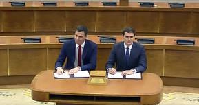 Pedro Sánchez y Albert Rivera en una foto de la firma de su pasado acuerdo de gobierno