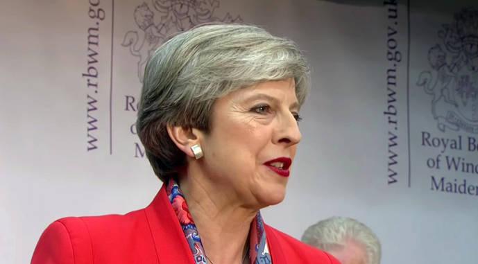 La apuesta de Theresa May por aumentar su mayoría acaba en un rotundo fracaso