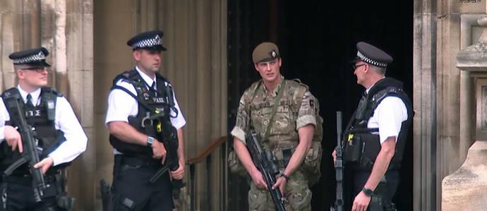 La policía británica detiene a tres personas relacionadas con el atentado en Manchester