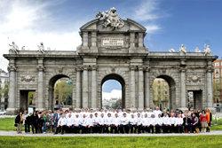 Los mejores pasteleros del mundo frente a la Puerta de Alcal� en Madrid
