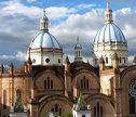 Cuenca, ciudad colonial de Ecuador, distinguida por la artesanía y entorno paisajístico